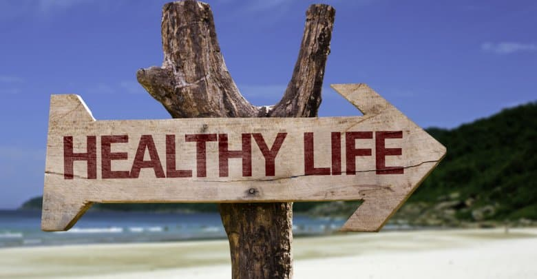 Wooden sign with the text: Healthy Life